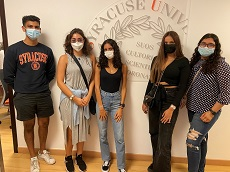 Syracuse students in Dubai office